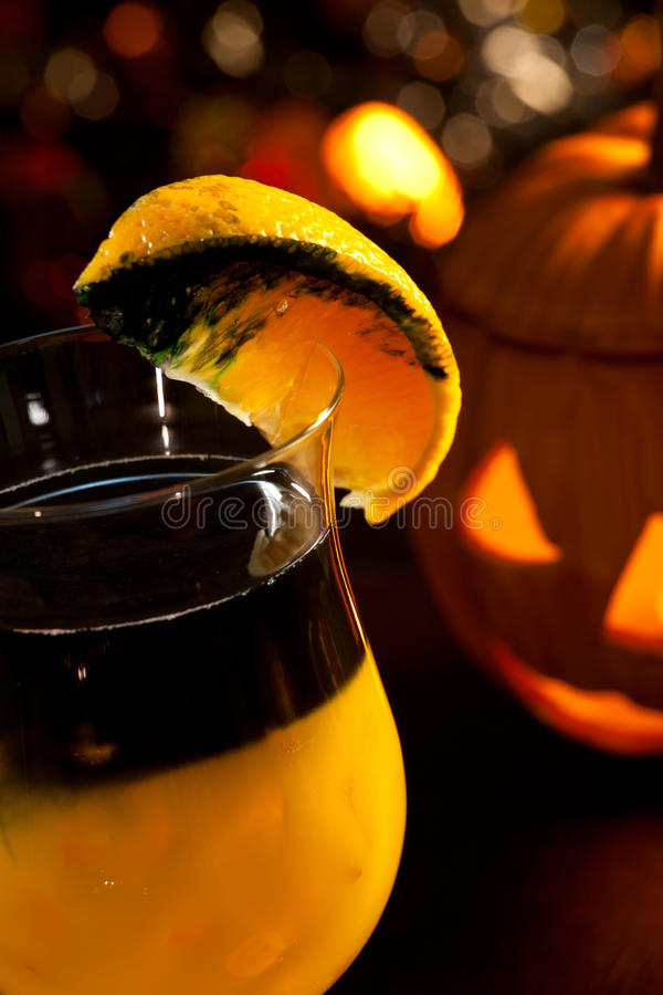 Halloween-Getränke - faules Kürbis-Cocktail lizenzfreie stockfotografie