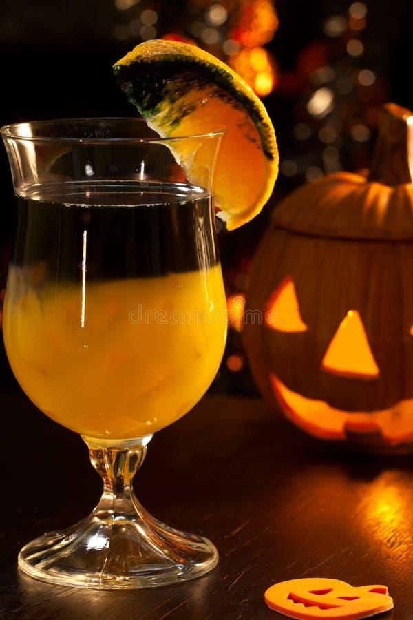 Halloween-Getränke - faules Kürbis-Cocktail stockbilder