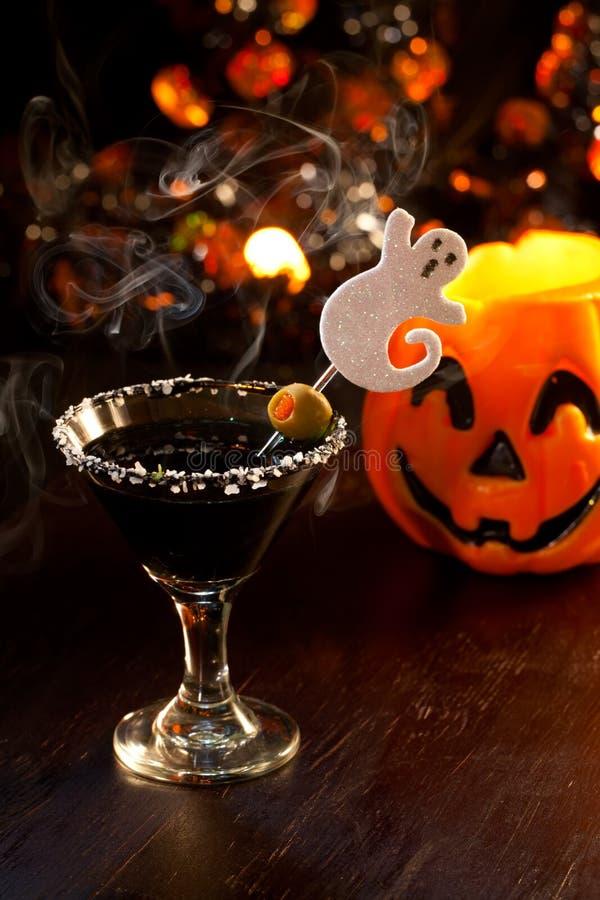 Halloween-Getränke - furchtsamer Martini lizenzfreies stockfoto