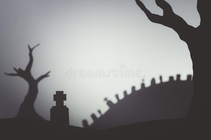 Halloween-het kerkhof van scènesilhouetten stock foto