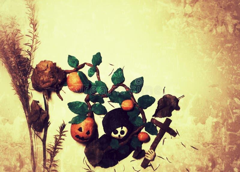 Halloween heureux avec le crâne de bâti d'argile, les potirons, la croix et la couverture noire avec les feuilles roses et sèches images stock