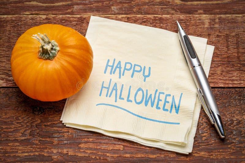 Halloween heureux sur la serviette photos stock