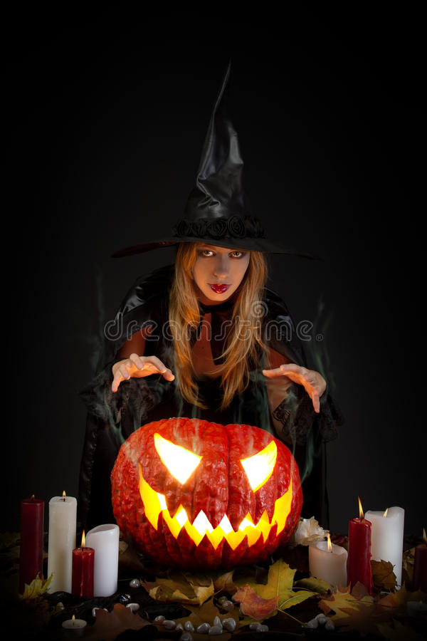 Halloween-Hexe lizenzfreie stockbilder