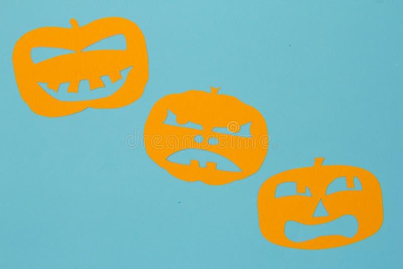 Halloween-Hintergrundkonzept Minimalismusebenen-Lageansicht geschnittenen ou stockfotografie