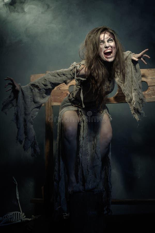 Halloween A Idade Média Bruxa má furioso fotos de stock royalty free