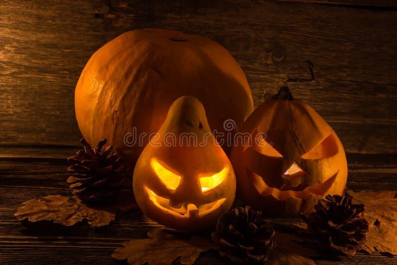 Halloween-Kürbis auf den Brettern lizenzfreie stockfotografie