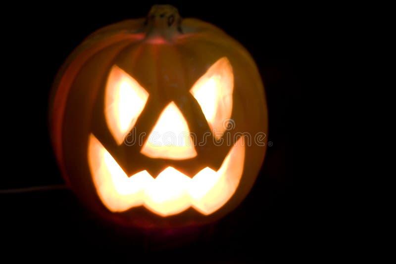 Halloween-Kürbis auf schwarzem Hintergrund lizenzfreie stockfotos