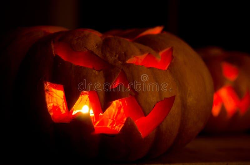 Halloween-Kürbise mit Gesichtern lizenzfreies stockfoto