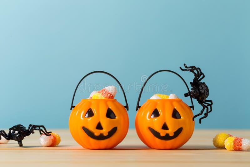Halloween-Kürbise mit Spinne lizenzfreie stockbilder