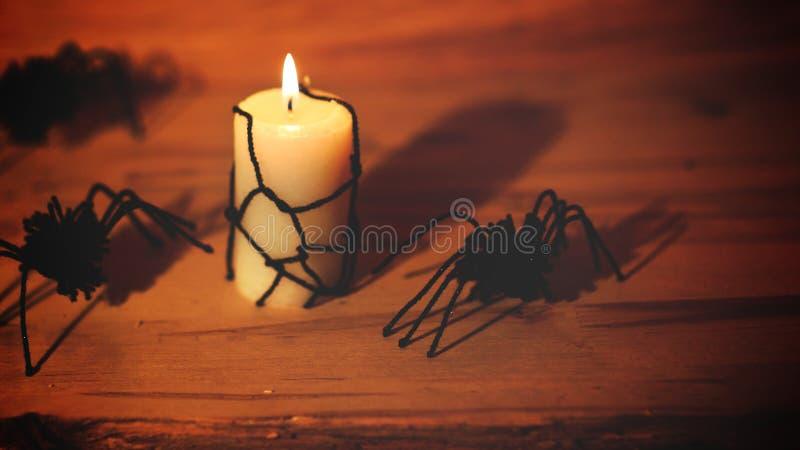 Halloween-K?rbis mit furchtsamem Gesicht auf schwarzem Hintergrund lizenzfreie stockbilder