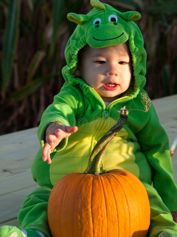 halloween kostiumowy berbeć obraz royalty free
