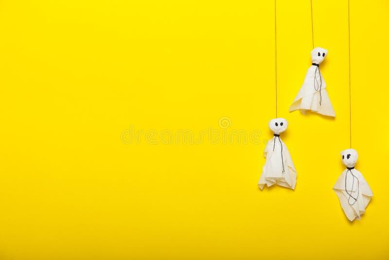 Halloween-kunstdecor, diy document spokenachtergrond Exemplaarruimte voor tekst stock foto's