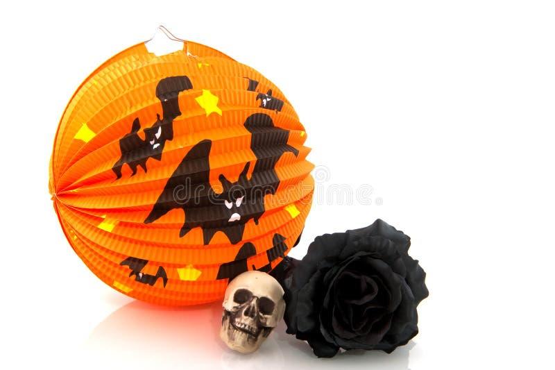 Halloween-Laterne und Schwarzes stiegen stockfoto