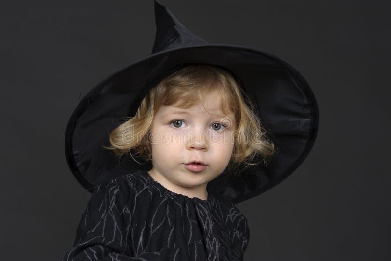 halloween liten häxa royaltyfri fotografi