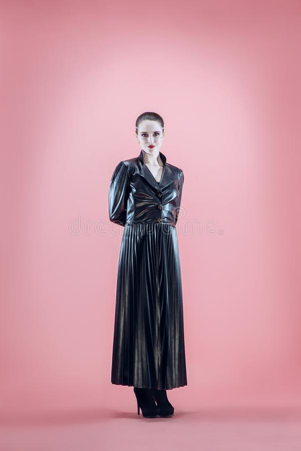 Halloween Mooie vrouw met heldere zwarte Halloween-zwart-witte make-up, royalty-vrije stock fotografie