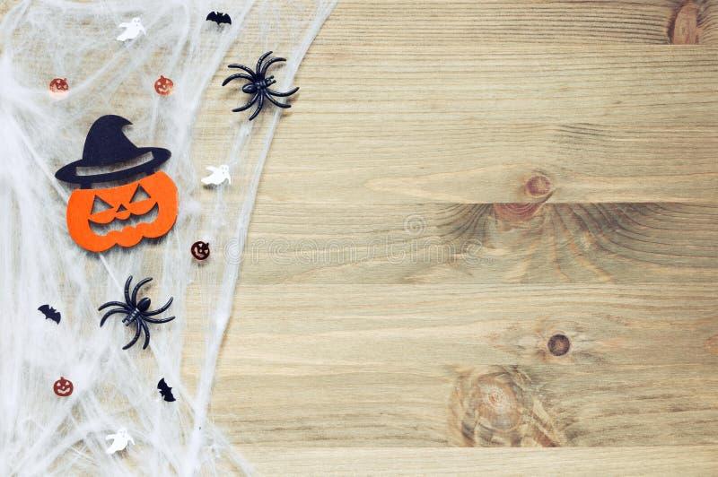 Halloween od tła blasku księżyca uwagi Pająk sieć, pająki i uśmiechnięte dźwigarek dekoracje jako symbole Halloween, obrazy stock