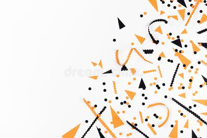 Halloween-partijdecoratie van zwarte en oranje confettien hoogste mening vlak leg stijl vector illustratie