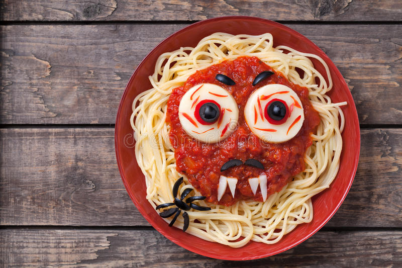 Halloween party decoration food spaghetti monster stock for Deco cuisine halloween