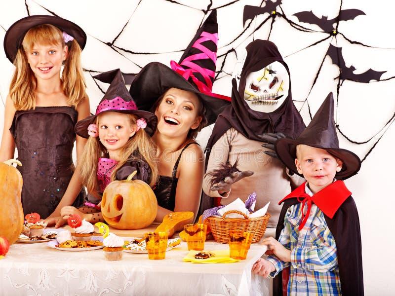 Halloween-Party mit Kindern. stockbild