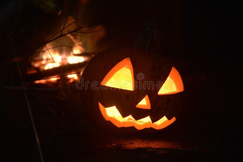 Halloween-pompoen hoofdhefboom met brand royalty-vrije stock afbeeldingen