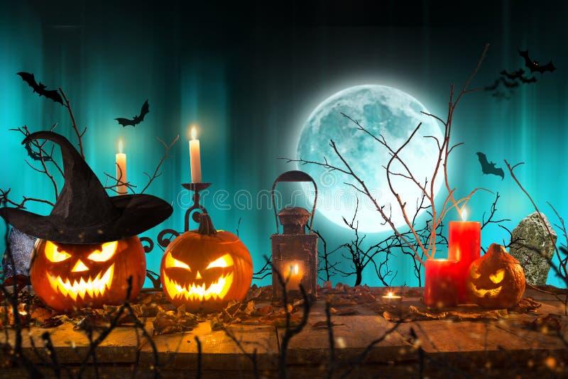 Halloween-pompoenen op houten planken royalty-vrije stock foto
