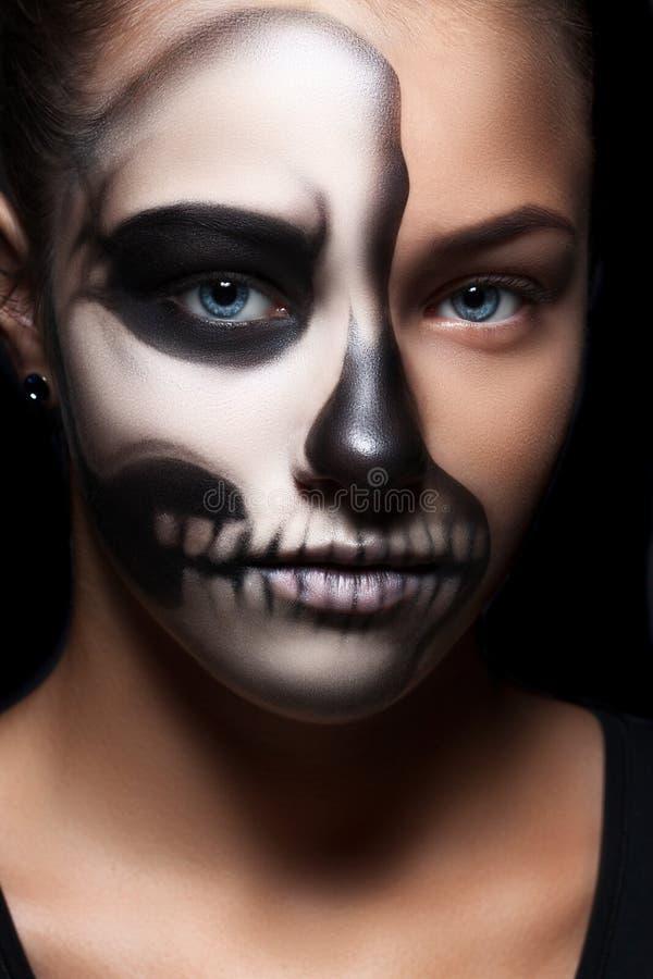 Halloween-Porträt des jungen schönen Mädchens stockfotos