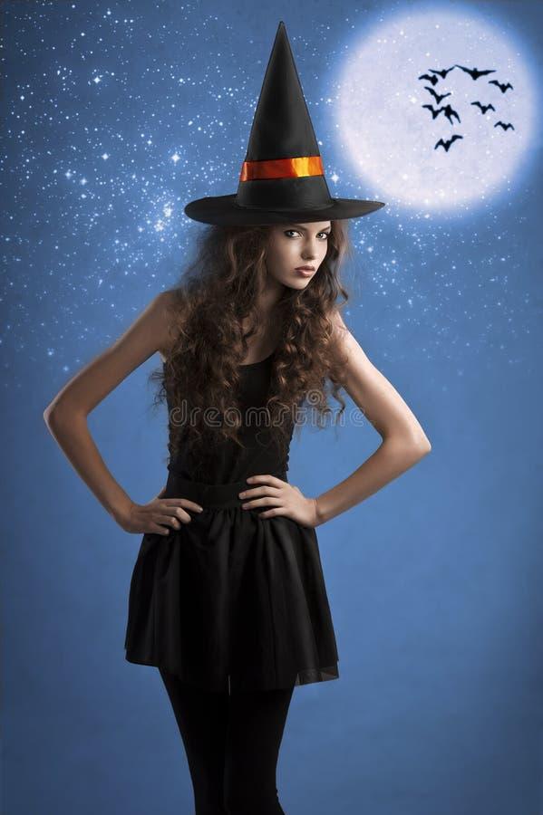 halloween posera stjärnor sött under häxa royaltyfria foton