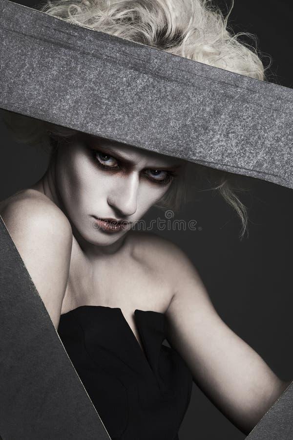 Halloween projektuje dziewczyny z białym włosy i skórą fotografia stock