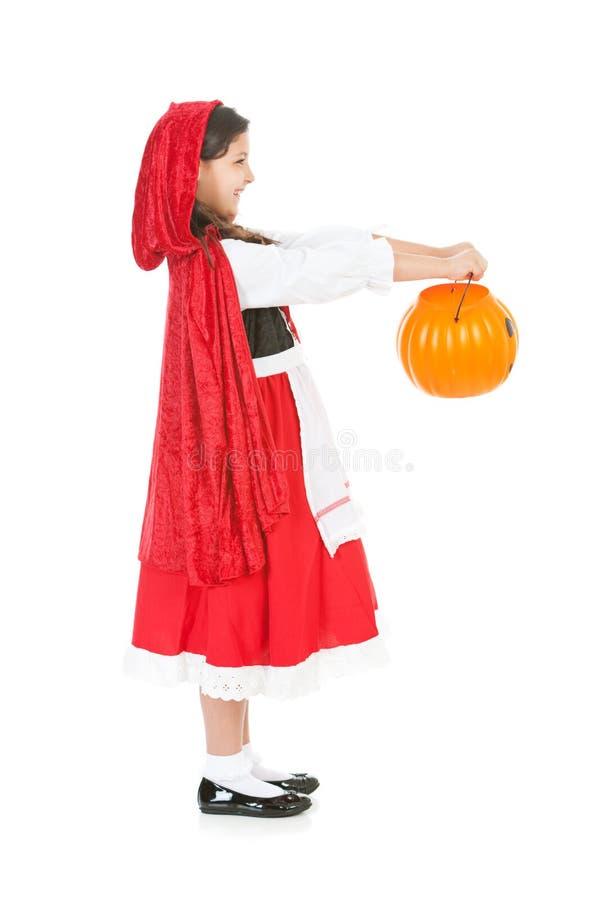 Halloween: Rood Berijdend Hood Holding Out Bucket royalty-vrije stock afbeeldingen