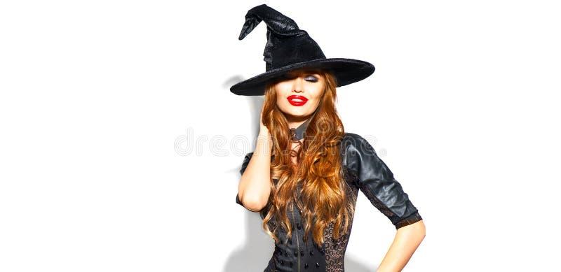 Halloween Sexy Hexe mit hellem Feiertagsmake-up Schöne junge Frau, die im Hexenkostüm über Weiß aufwirft lizenzfreie stockfotos