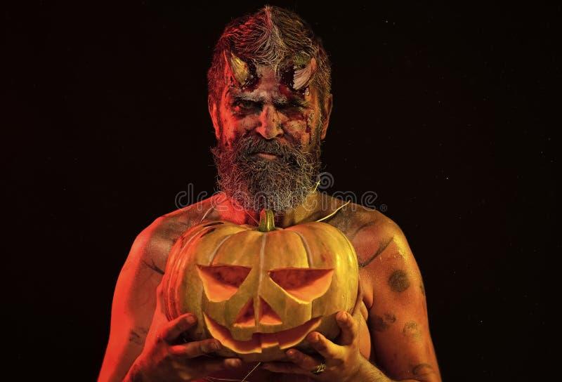 Halloween-Teufel mit Laterne der Steckfassung O stockbilder