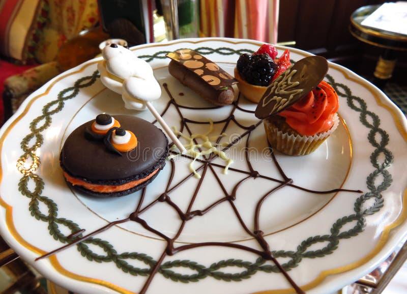 Halloween trata té de tarde de la repostería y pastelería fotografía de archivo libre de regalías
