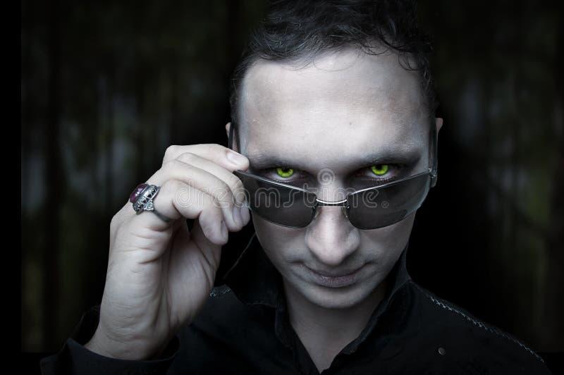 Halloween. Vampiro da noite e olhos wolfman fotografia de stock royalty free