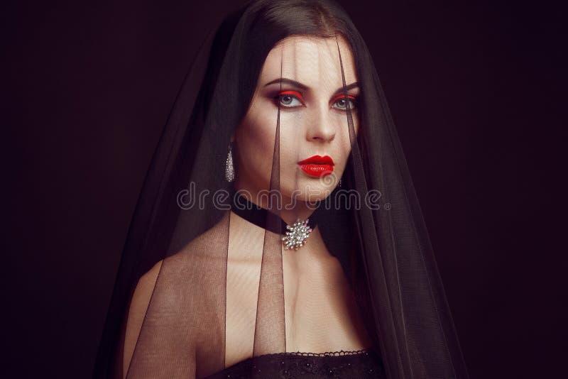 Halloween-Vampirsfrauenporträt lizenzfreie stockfotografie