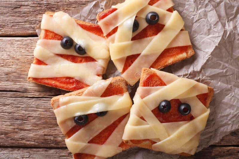 Halloween-voedsel: dichte omhooggaand van de sandwichesbrij horizontale hoogste mening stock afbeelding