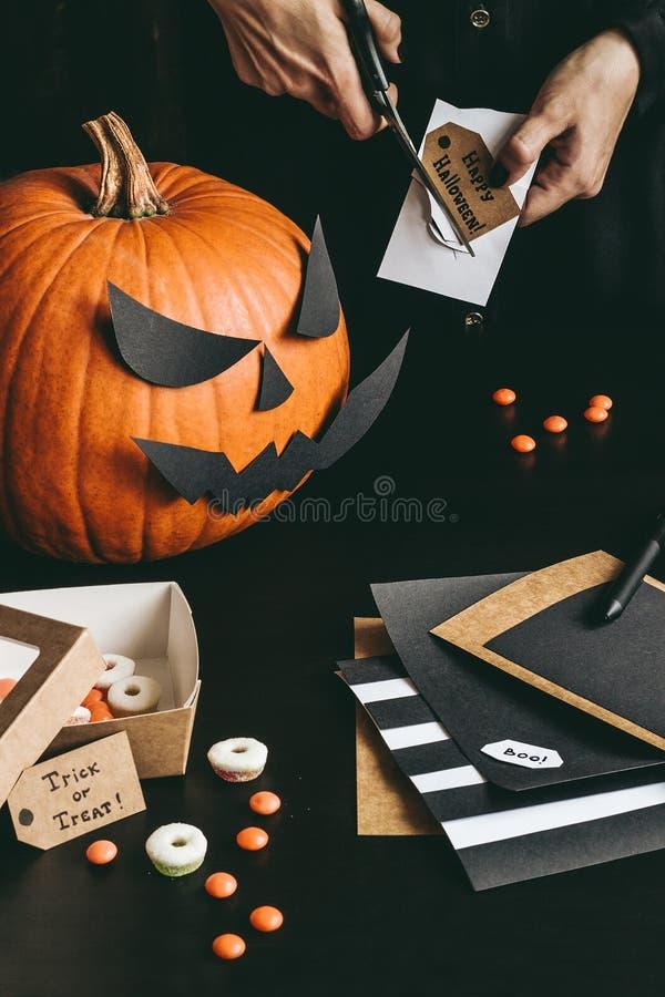 Halloween Gebruiken.Mens Die Zwarte Hoverboard Gebruiken Stock Afbeelding