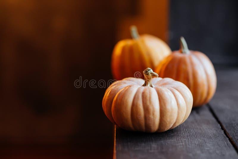 Halloweenowa bania na drewnianym tle obrazy stock