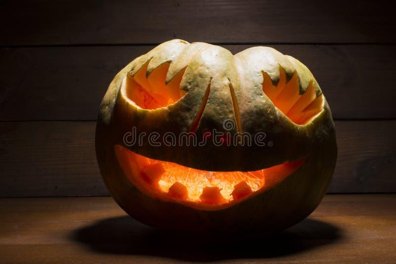 Halloweenowa bania na drewnianym tle fotografia stock