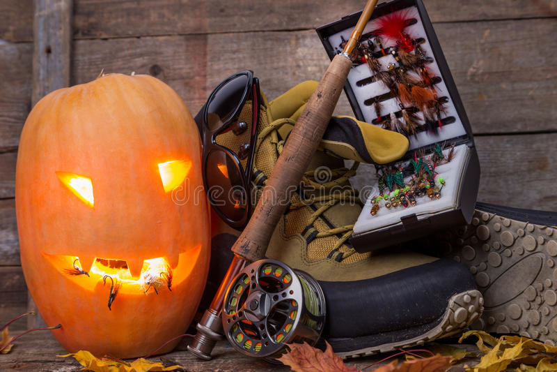 Halloweenowa bania z watować buty i połów fotografia stock