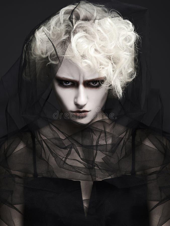 Halloweenowa makijaż dziewczyna z białą skórą obraz royalty free