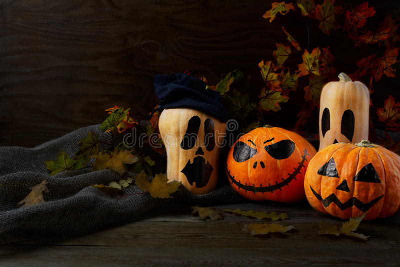 Halloweenowe Skąpe Jack banie na nieociosanym tle, kopii przestrzeń zdjęcie stock