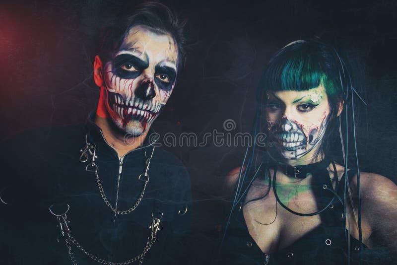 Halloweenowego strasznego cyber mężczyzna i kobiety zredukowany studio obrazy stock