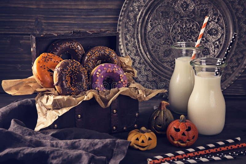 Halloweenowi donuts fotografia stock