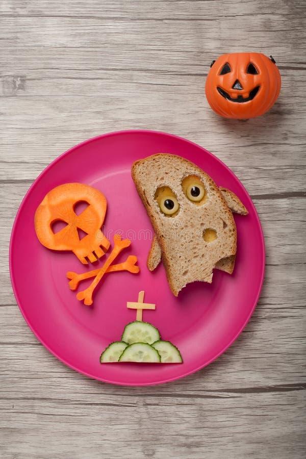 Halloweenowy duch i czaszka robić chleb i marchewka obraz stock