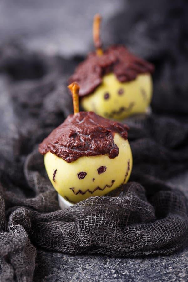 Halloweenowy fundy jabłko w kształcie Frankenstein fotografia royalty free