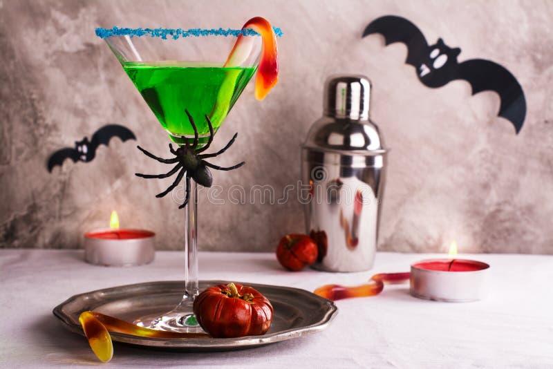 Halloweenowy koktajlu witch& x27; s parzenie obrazy royalty free