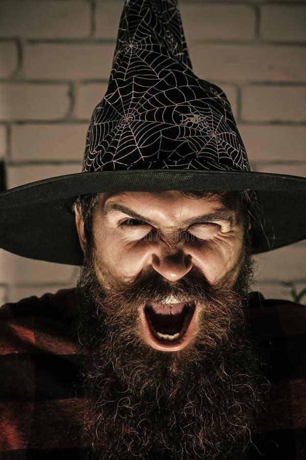 Halloweenowy mężczyzna z straszną twarzą w czarownica kapeluszu zdjęcie stock