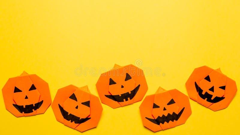 Halloweenowy pojęcie, papierowa origami bania, copyspace obrazy stock
