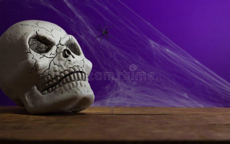 Halloweenowy tła pojęcie Frontowy widok ludzka czaszka, wystrój s obraz stock