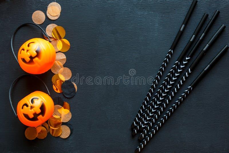 Halloweenowy tło z wzorem dźwigarka lampiony na czarnym tle kreatywnie dekoracja, świętowanie, jesień zdjęcie stock